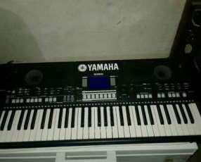Teclado Yamaha PSR-S550