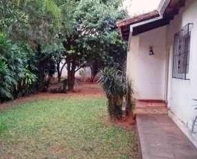 Casa en Lambaré frente a Plaza