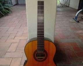 Guitarra electroacústica Takamine