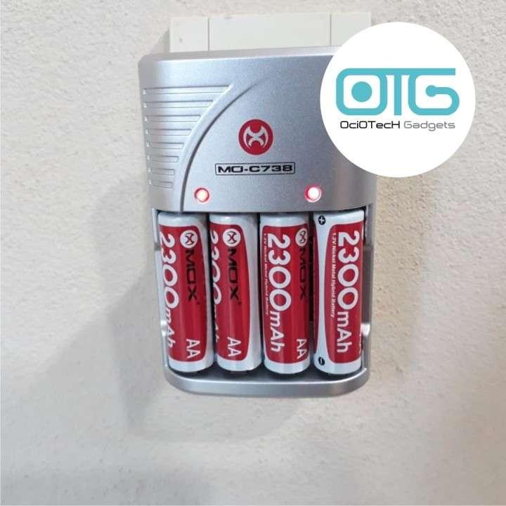 Cargador eléctrico de pilas + cuatro pilas recargables AAA - 1