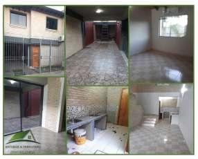Casa sobre doble avenida María Auxiliadora