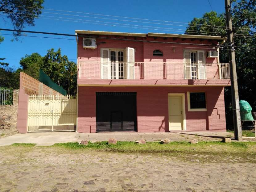 Casa de 2 pisos en Mariano Roque Alonso - 0