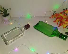 Botellas de vidrio cortadas a lo largo