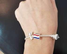 Pulsera de plata con charms de Paraguay y tereré