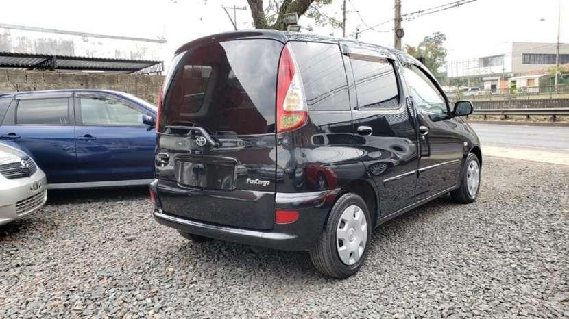 Toyota Funcargo 2003 - 2
