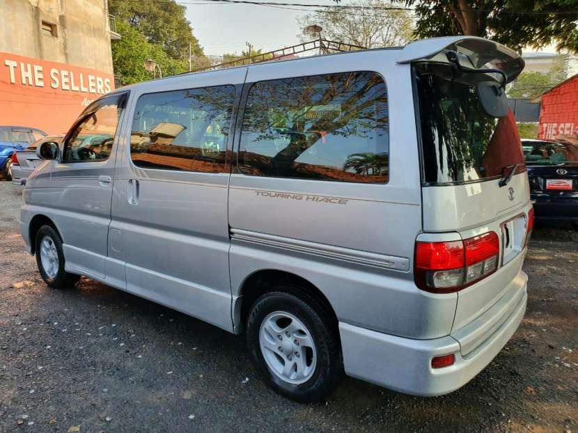 Toyota Hiace Touring 2000 - 2
