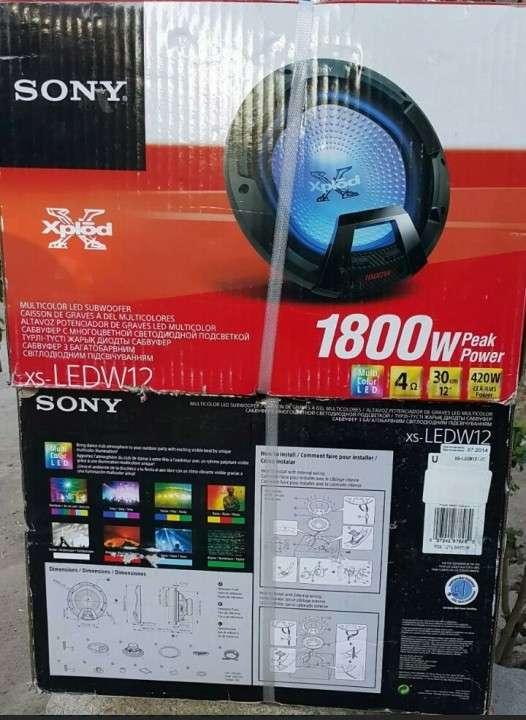 Caja con dos subwoofers Sony Xplod - 2