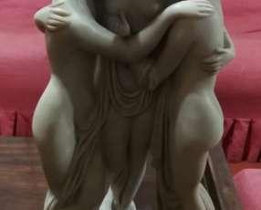 Estatuilla de tres mujeres