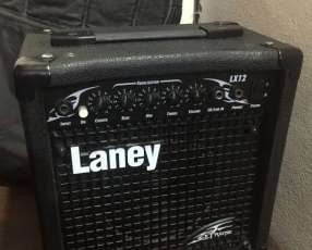 Amplificador Laney 20 watts para guitarra