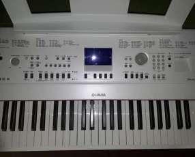 Piano Digital Yamaha DGX 650
