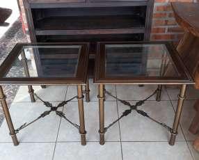 Mesita de metal con tapa de vidrio