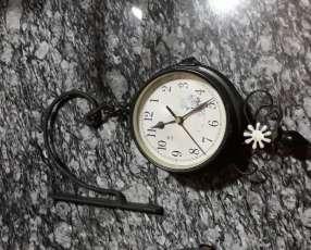 Reloj de pared doble cara colgante a pila