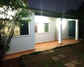 Casa de 4 dormitorios Zona Lambaré