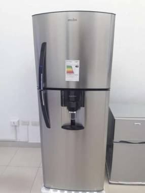 Heladera Mabe inoxidable con dispenser de 430 litros
