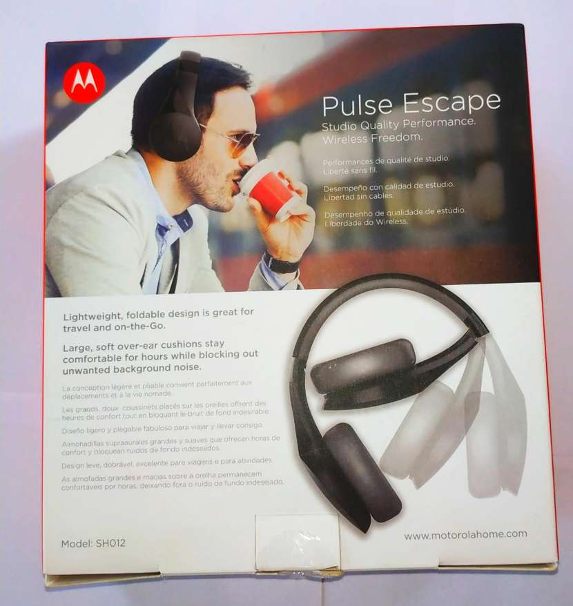 Motorola Pulse Escape Wireless Over-Ear Headphones (Black) - 1