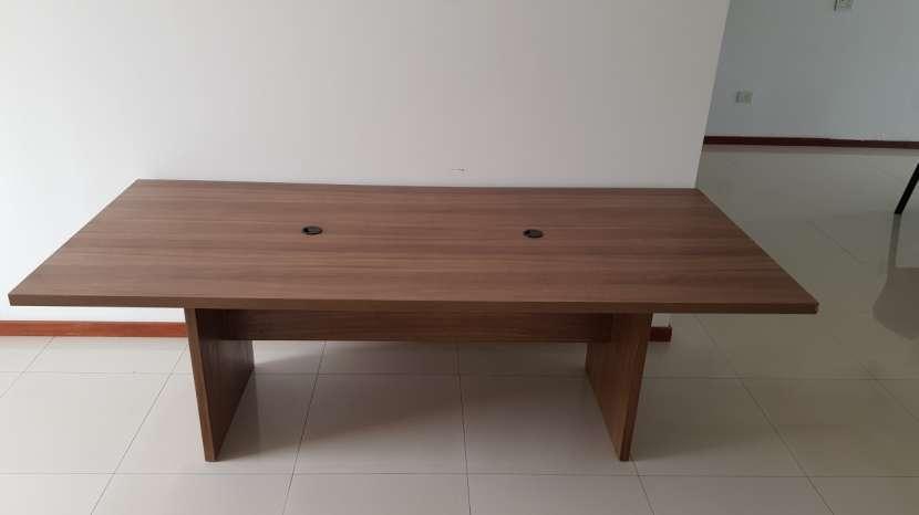 Mesa de madera maciza - 0
