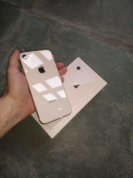 iPhone 8 Rose - 1