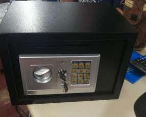 Caja fuerte con teclado digital con ranura para sobre