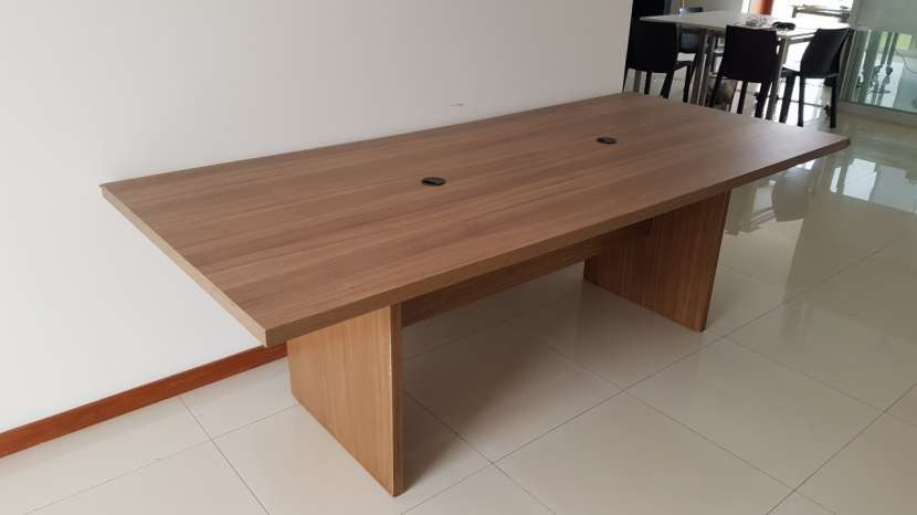 Mesa de madera maciza - 1