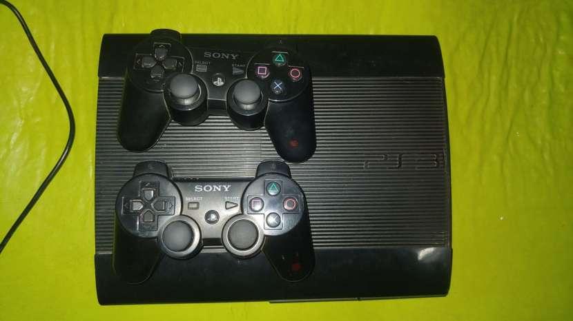 PS3 de 500 gb con 40 juegos cargados - 0