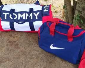 Bolsón Nike y Tommy