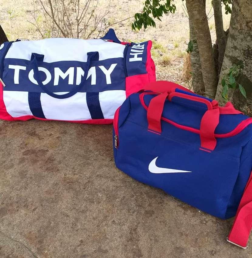 Bolsón Nike y Tommy - 0