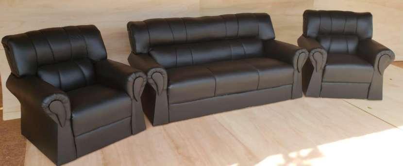 Sofá de cuerina - 0