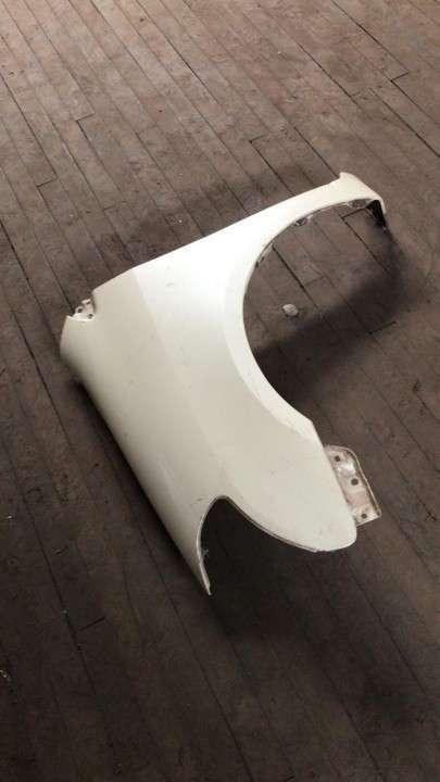 Guardabarro para Toyota Raum blanco - 2