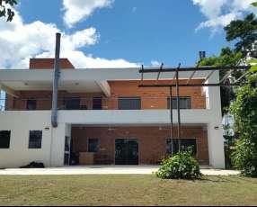 Casa en el Complejo Carlos Franco Y5283