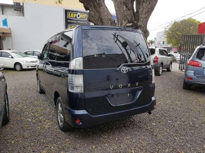 Toyota Voxy 2004 - 2