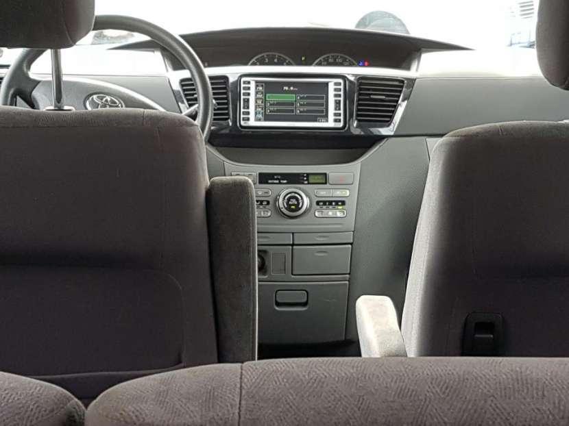 Toyota Voxy 2004 - 4
