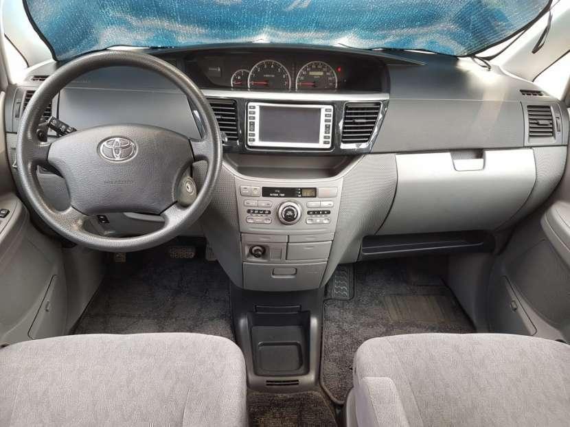 Toyota Voxy 2004 - 8
