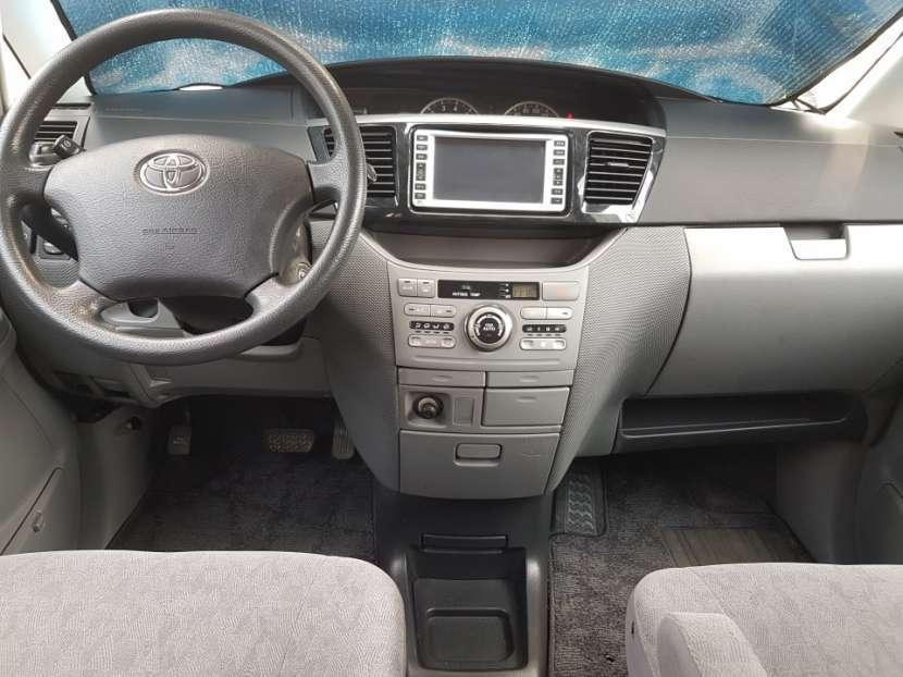 Toyota Voxy 2004 - 3