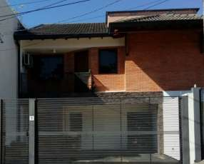 Duplex en Barrio Residencia de Luque Villa Adela