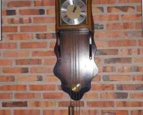 Reloj antiguo a cuerda tempus fugit