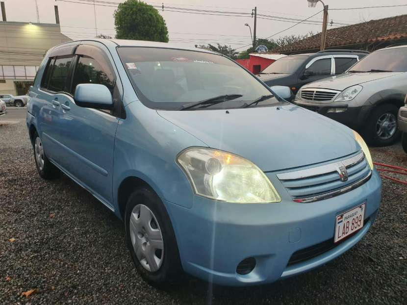 Toyota Raum 2004 - 2