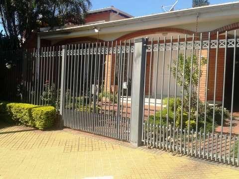 Casa en Asunción, en el barrio Los Laureles