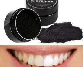 Polvo blanqueador de dientes de carbón