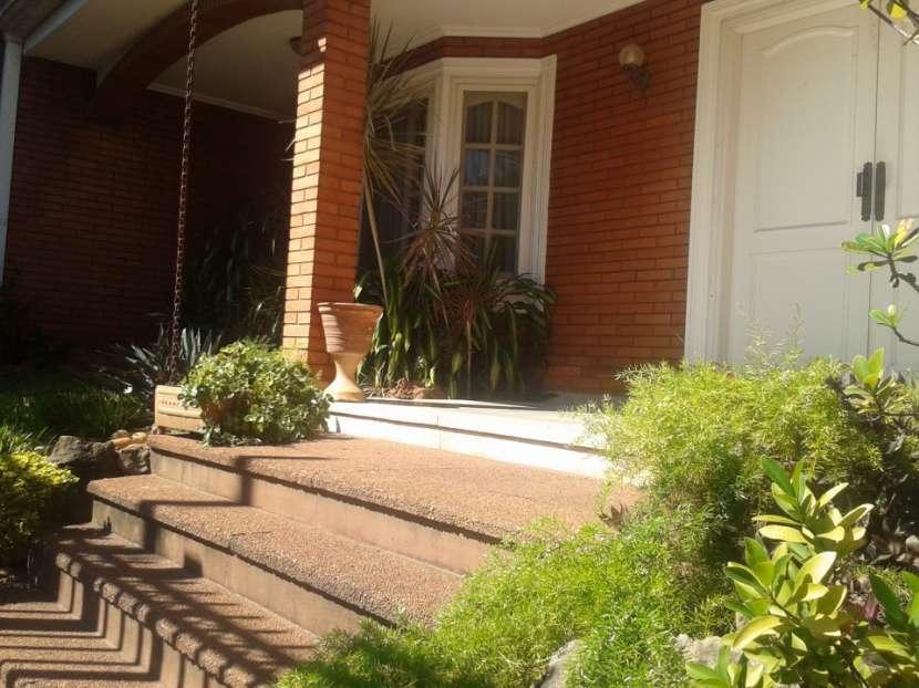 Casa en Asunción, en el barrio Los Laureles - 1