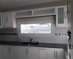 Mueble de cocina lakeado blanco