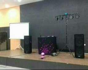 Proyector y pantalla gigante para eventos