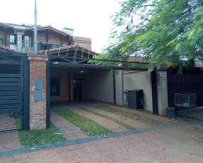 Duplex en Los Laureles