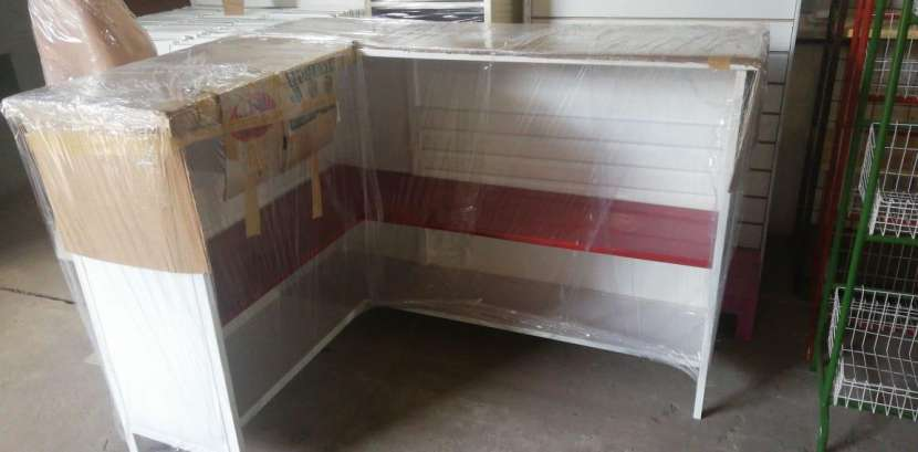 Mostradores estantes y góndolas - 0