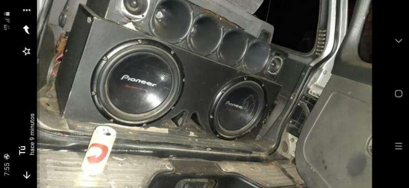 Caja con amplificador - 0
