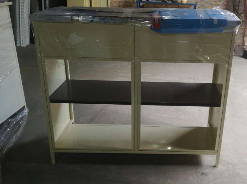 Mostradores estantes y góndolas - 2