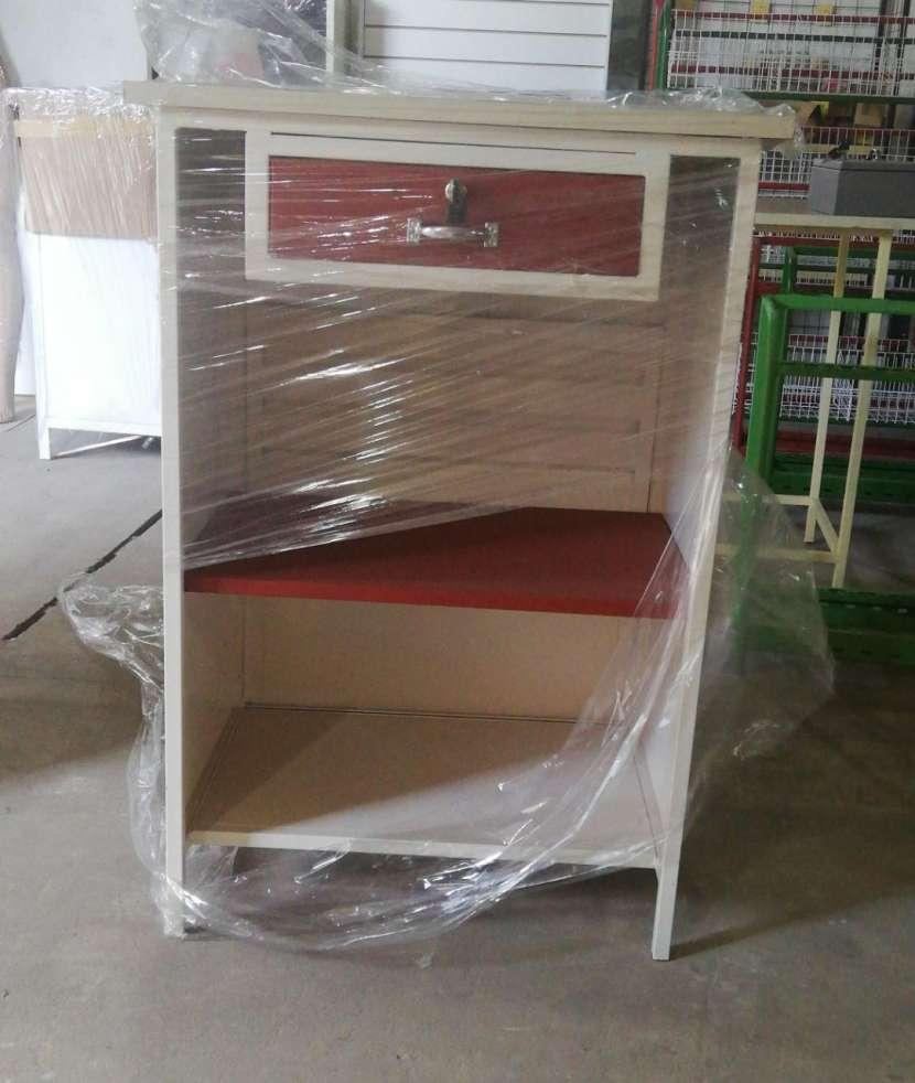 Mostradores estantes y góndolas - 4