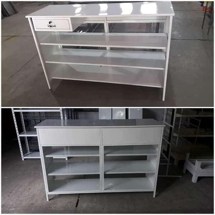 Mostradores estantes y góndolas - 7