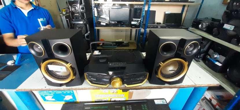Equipo de sonido Philips de 7500 watts - 0
