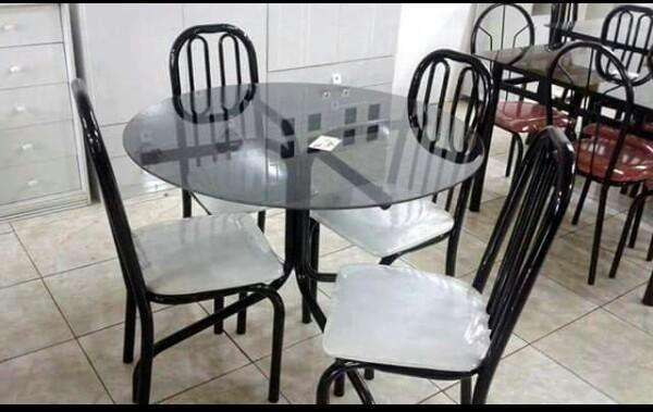 Juego de mesa redonda con 4 sillas - 1