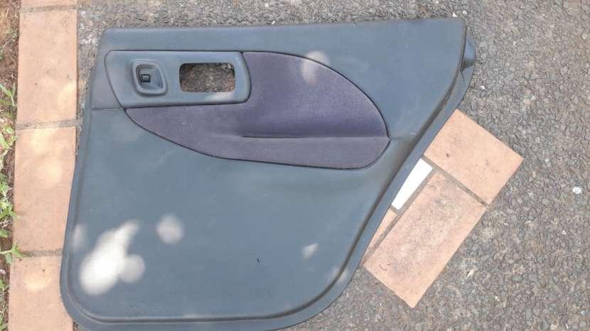 Tapizado para puerta de toyota vitz - 5